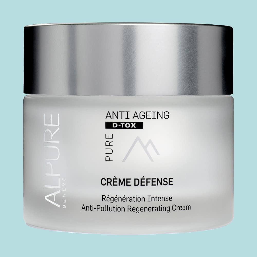 La Crème Défense est le soin anti-âge pas excellence. Détoxifiant, repulpant et régénérant, la peau est plus belle et plus résistante..